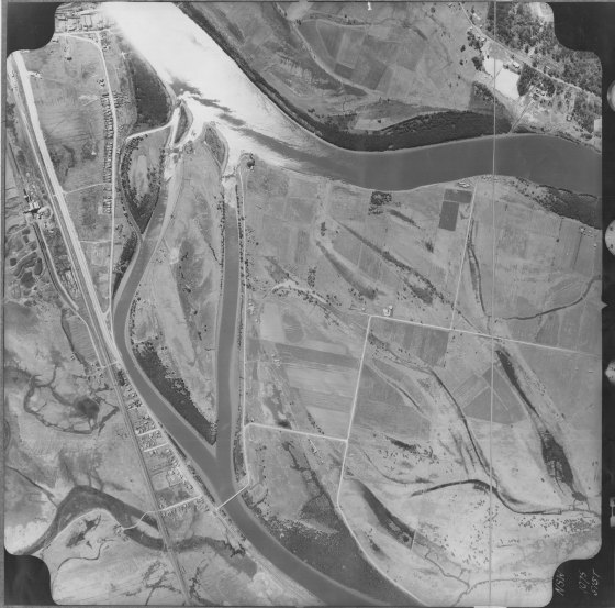 [1969] Aerial photograph of Hexham showing extant buildings in vicinity of site. Run No. (6) Photo No. (5187) N.S.W. (1075) 4 Chain Enlargement, Hexham. (Courtesy of UoNCC)